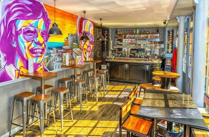 Réservez un espace au bar chilien El Urbano