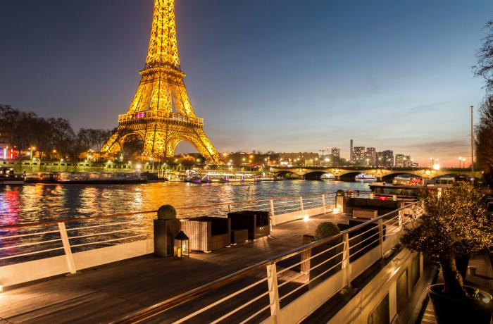 La péniche Montebello à Paris.