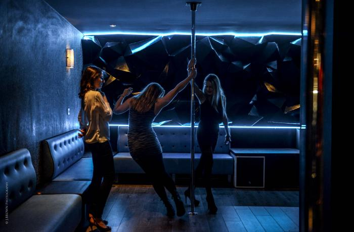 Entrainez-vous à la pole-dance au Wicked Bar