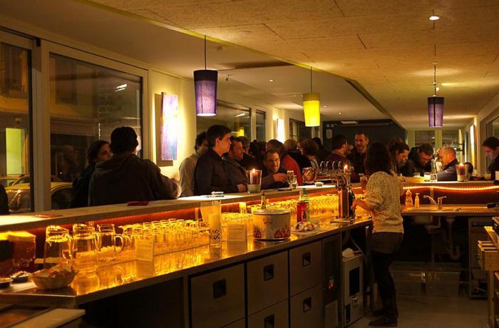 Le Café des Volontaires à Genève.