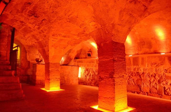 La Cave des Bernardins à Paris.