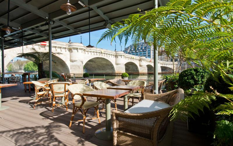 La terrasse avec une somptueuse vue sur le Pont-Neuf