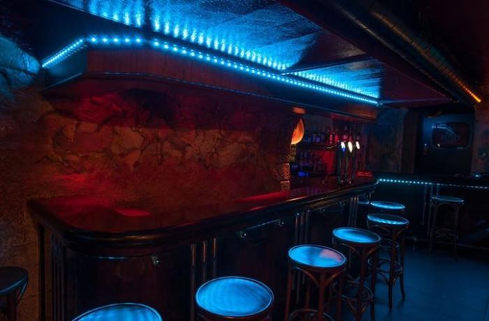 Le bar situé dans la cave du Baloo Bar Havana