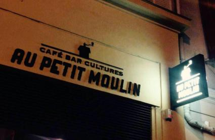 Le Bar le Au Petit Moulin à Paris 9 - La devanture