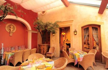 restaurant le sud paris r server avec lesbarr s. Black Bedroom Furniture Sets. Home Design Ideas