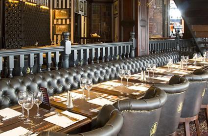 restaurant au bureau paris r server avec lesbarr s. Black Bedroom Furniture Sets. Home Design Ideas