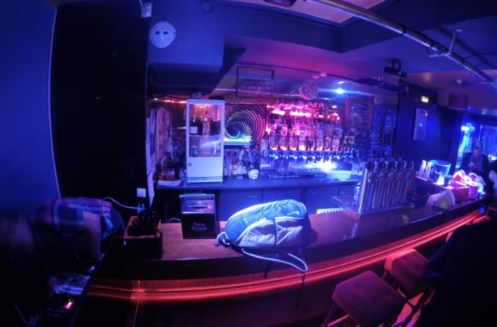 Le Club le Prestige à Paris 9 - Le bar de La Foule