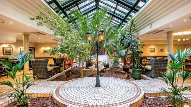 La salle de location de la Villa Beaumarchais à Paris - la verrière