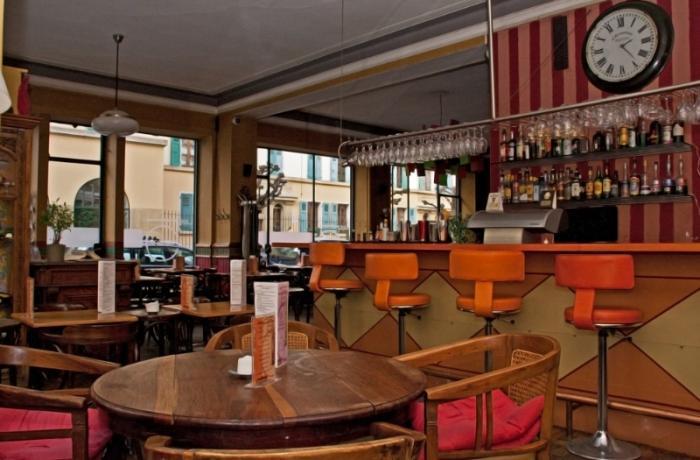 Restaurant les 5 portes gen ve r server avec lesbarr s - Restaurant les portes paris ...