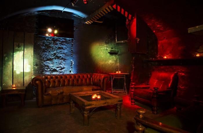 Bar La Panthere Ose A Paris Reserver Avec Lesbarres