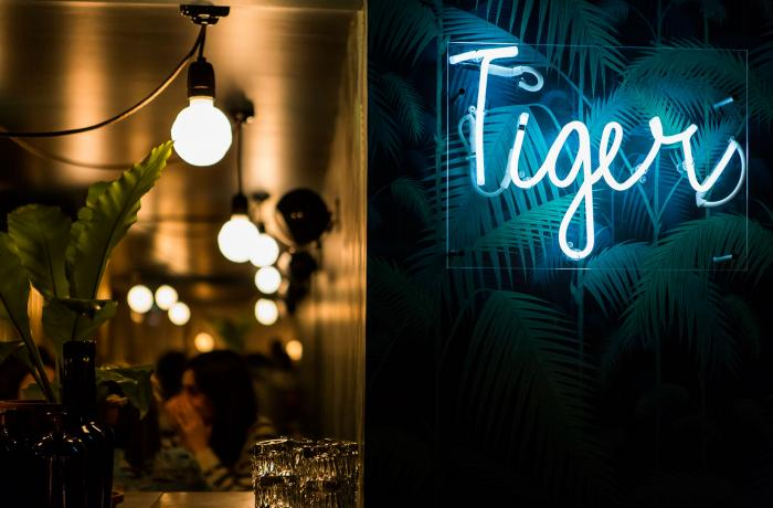 Le Bar à gin le Tiger à Paris 6 - L'enseigne