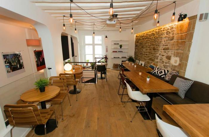 Le Bar-Restaurant le Upper Concept Store à Paris 4 - Une vue d'ensemble