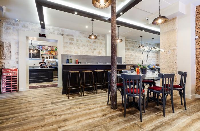 Restaurant harper 39 s paris 18 paris r server avec lesbarr s for Bar la piscine paris 18