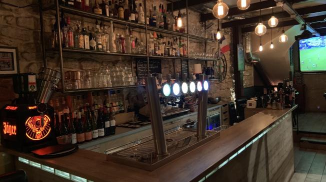 Le Bar-Pub le Magnum Bar à Paris 9 - La devanture