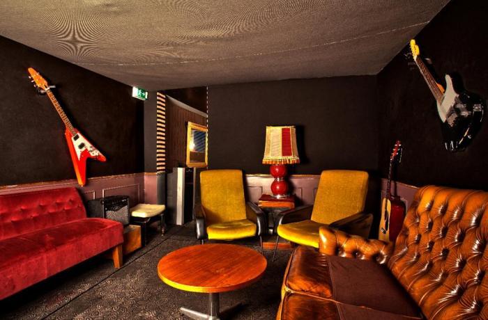 club le chacha paris r server avec lesbarr s. Black Bedroom Furniture Sets. Home Design Ideas