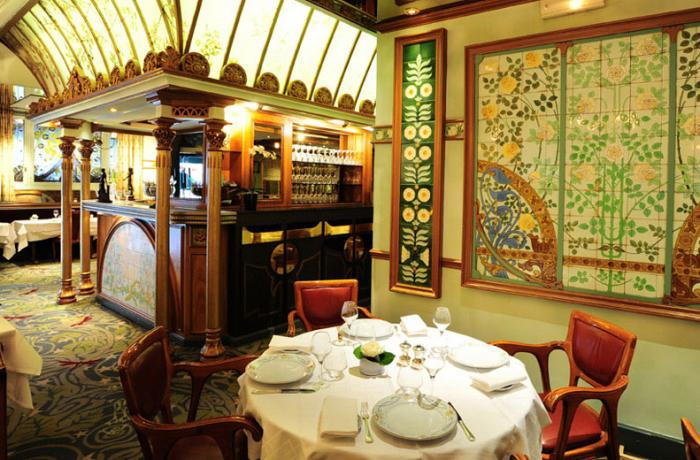 Le Bar-Restaurant la Fermette Marbeuf à Paris 8 - Les tables