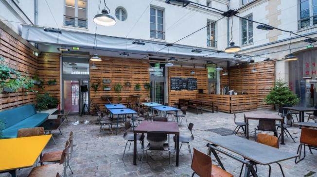 Le Bar-Restaurant le Café Caché à Paris 19 - La terrasse