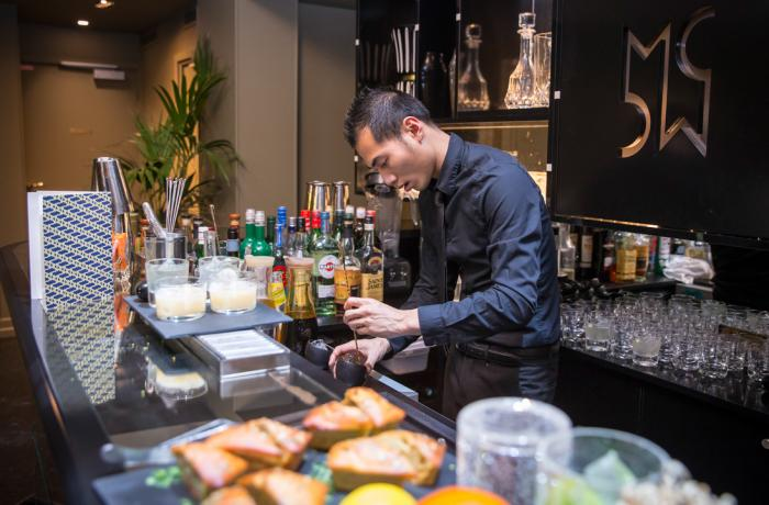 Le bar Monsieur Cadet à Paris 9 - Le barman