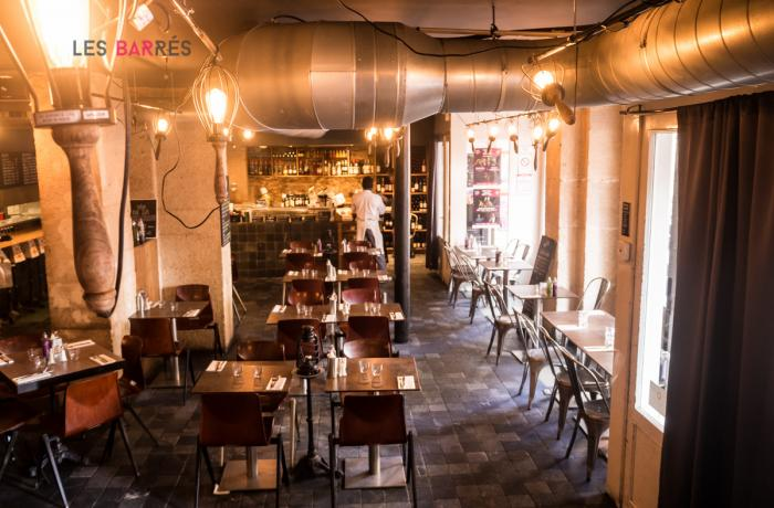 restaurant fuxia canal saint martin paris r server avec lesbarr s. Black Bedroom Furniture Sets. Home Design Ideas