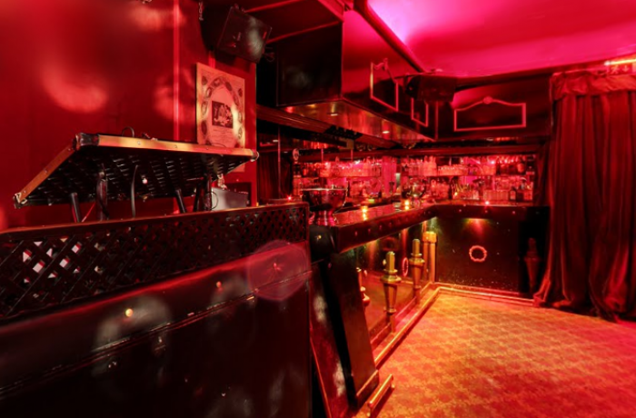 Le Club le Tigre à Paris 1 - Le DJ et le Bar