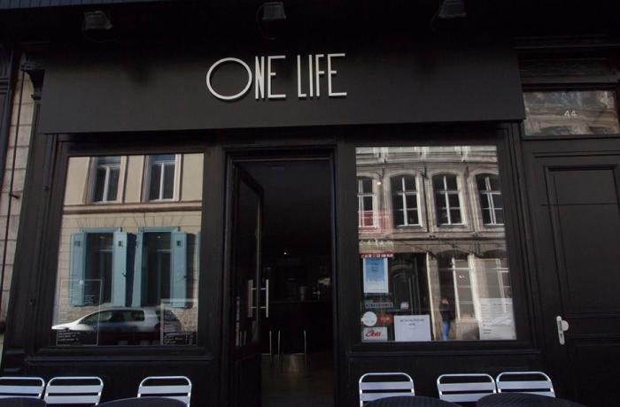 Le Bar le One Life à Lille - la devanture