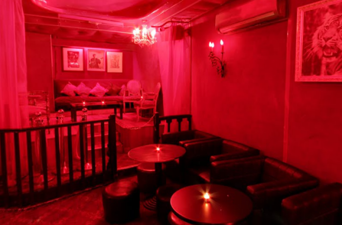 Le Club le Tigre à Paris 1 - Quelques tables du bar