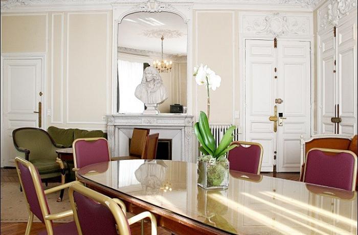 La salle de location le Normandy Hotel à Paris - Une salle de séminaire