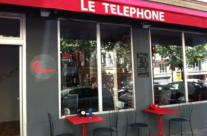 Le Bar le Téléphone Bar à Paris 17 - La devanture