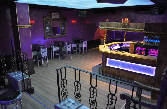 club le baron nantes r server avec lesbarr s. Black Bedroom Furniture Sets. Home Design Ideas